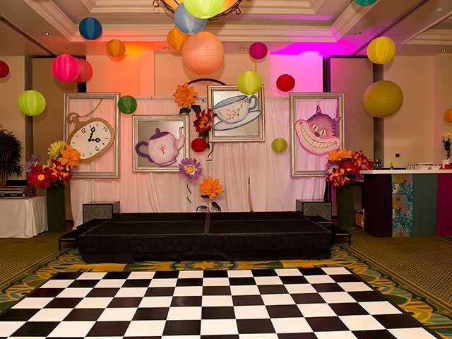 Wonderland-Theme---Law-School-Gala-Dinner-003