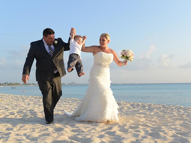 LIZZY + BRIAN' S CAYMAN WEDDING