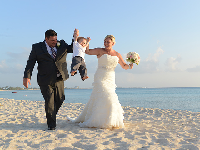 Lizzy and Brian' S Cayman Wedding