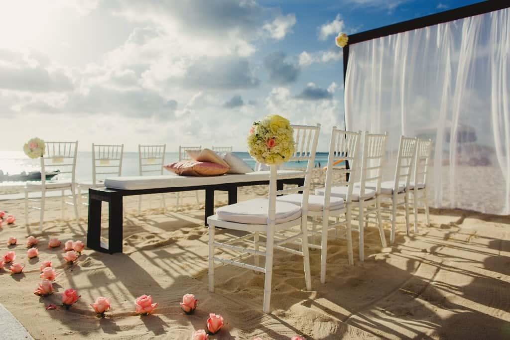 Linsey & Scott's Beach-Perfect Wedding