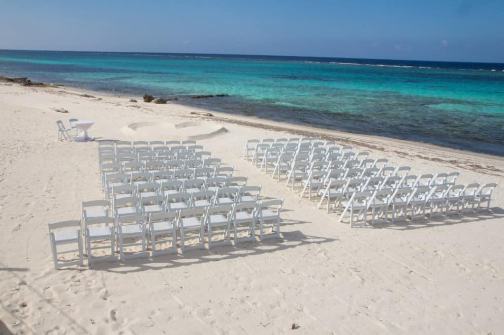A simply Chic and Simply Turquoise Cayman Islands Wedding
