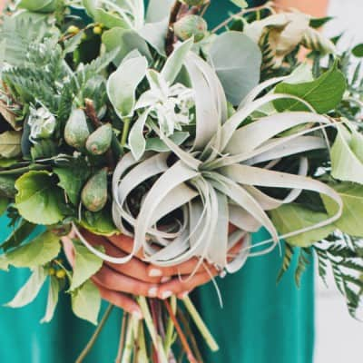 GO GREEN WITH THESE EARTHY WEDDING BOUQUETS