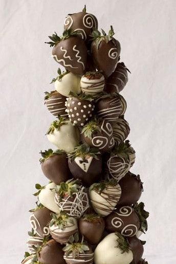 chocolate_strawberries_cake_crop