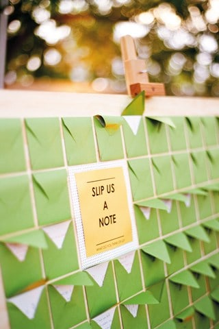 10 ALTERNATIVES TO THE TRADITIONAL WEDDING GUEST BOOK!