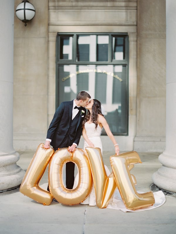 20 WEDDING PHOTOS THAT PROVE BALLOONS AREN'T JUST FOR BIRTHDAY PARTIES