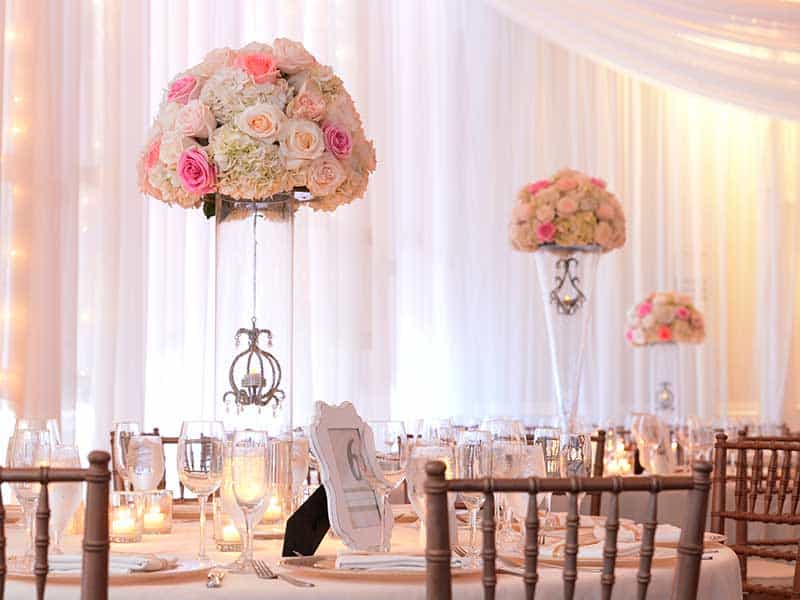 wedding-centerpieces,-white-and-pink