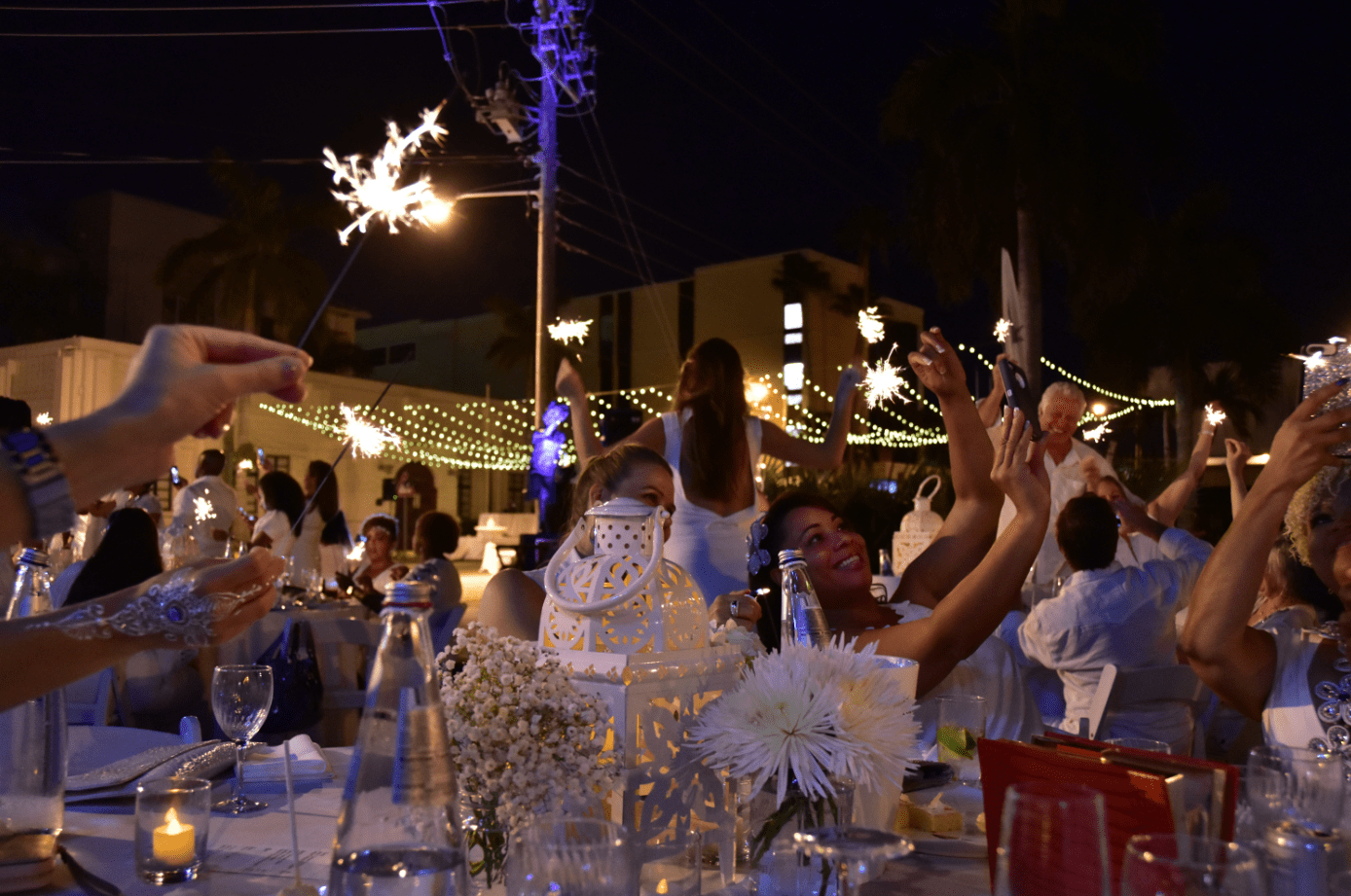 dinner-in-white-event-reception-sparklers-cayman-islands