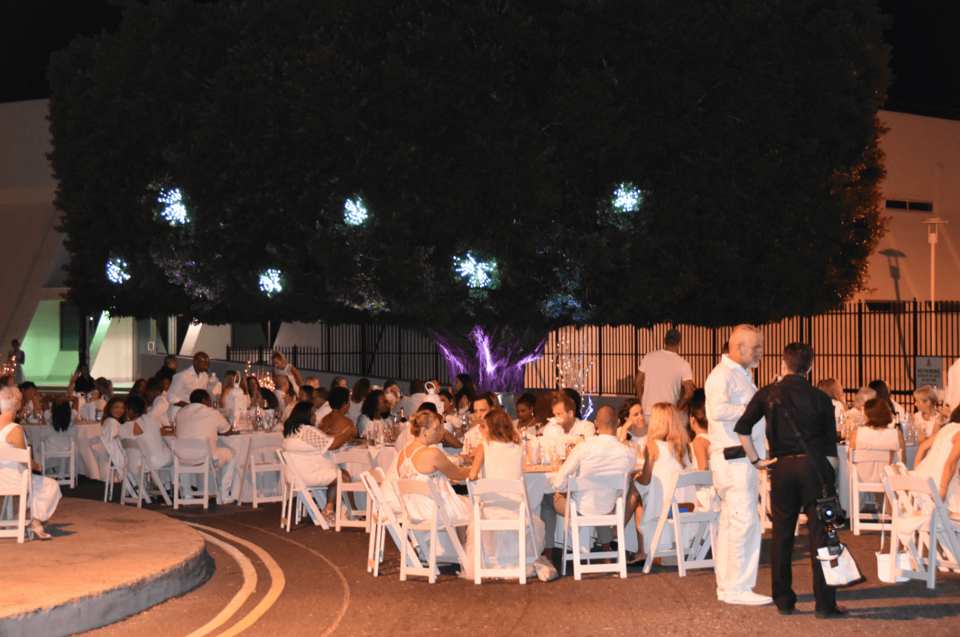 dinner-in-white-event-reception-tables-decor