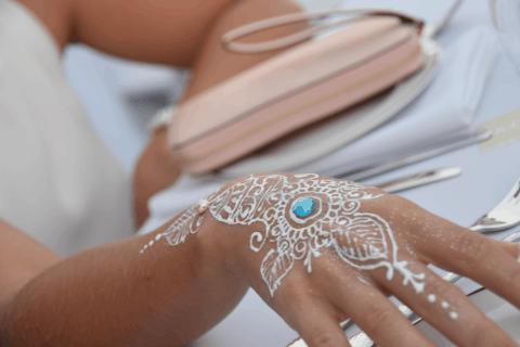 dinner-in-white-henna-artist-cayman-islands-event-reception
