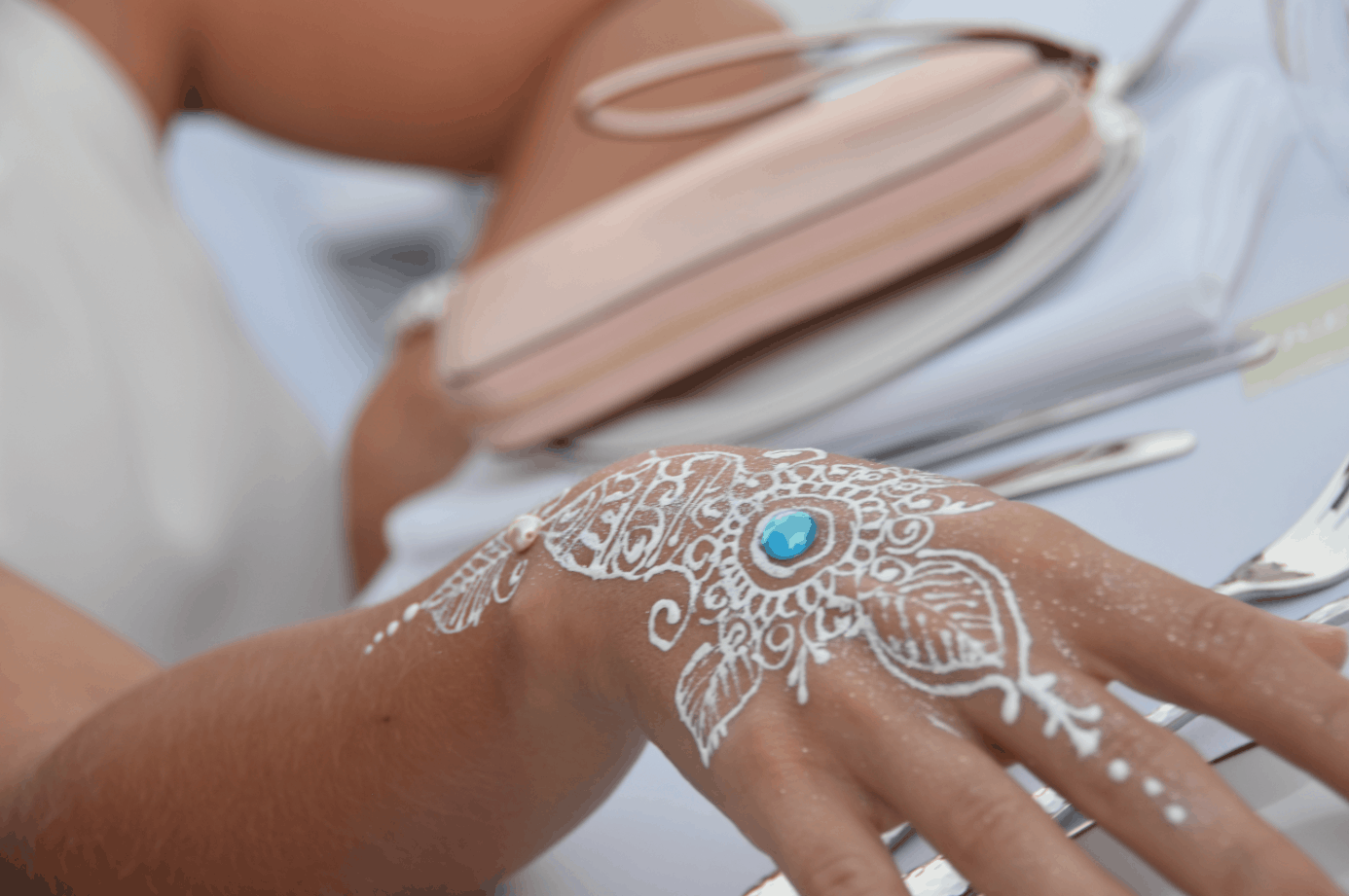 dinner-in-white-henna-artist-cayman-islands-event-reception