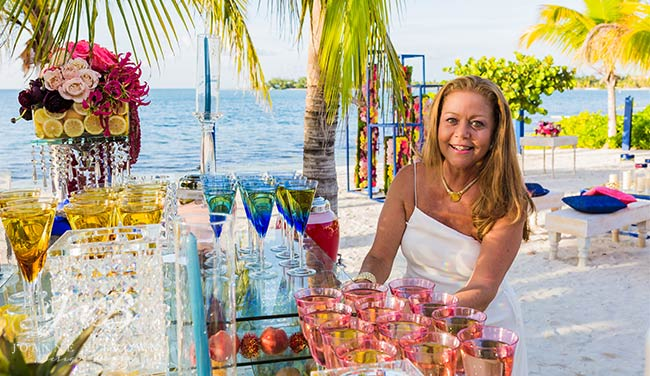 A VIBRANT CAYMAN ISLANDS DESTINATION WEDDING COLLABORATION WITH LUXURY CAYMAN VILLAS