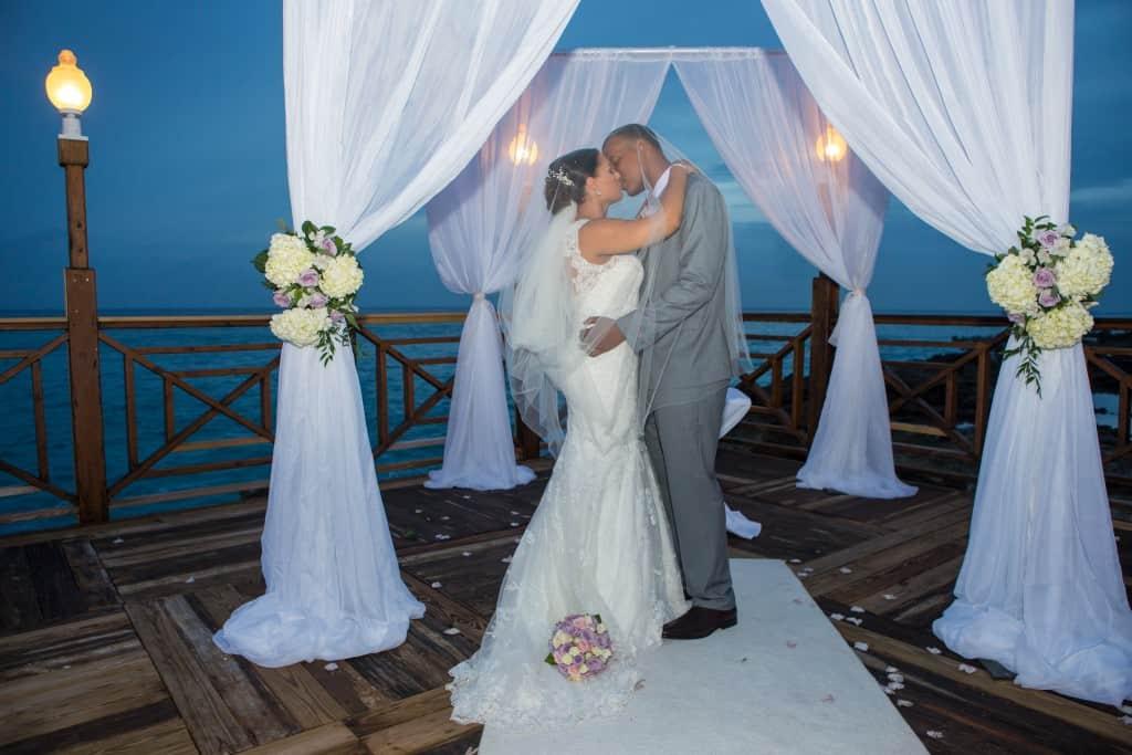 SHARI & HAYMOND\'S ELEGANT WHITE & LAVENDER CAYMAN ISLANDS WEDDING ...
